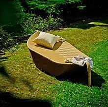 Łóżko ogrodowe ANGELO: Niebywały design! Odpowiednio wyprofilowane łóżko ANGELO sprawia, że wypoczynek w nim staje się jeszcze bardziej komfortowy....