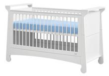 Łóżeczko-tapczanik pod materac 140x70cm z kolekcji Parole przeznaczony jest dla niemowlaka i starszego dziecka. Posiada funkcję przekształcenia w...