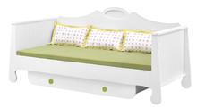 Łóżko pod materac 200x90 z kolekcji Parole przeznaczone jest dla dużego dziecka i dzięki swojej wytrzymałości może służyć mu przez wiele lat. ...