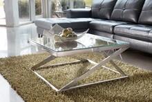 Minimalizm i nowoczesność!  Kwadratowy stolik T136-8 to niewielki, ale bardzo praktyczny mebel o szerokim zastosowaniu. Sprawdzi się w najróżniejszych...