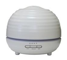 Nawilżacz wykonany z tworzywa sztucznego.<br />Ultradźwiękowy. Funkcja aromaterapii i światłoterapii.<br />Waga: 450 g<br />Max...
