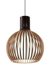 Lampa z drewna naturalnego brzozowego, <br />lakierowanego na kolor czarny.<br />Długość z kablem: 200 cmŹródło światła: E27 max...