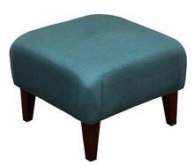 Stylowe rozwiązanie dla Twojego salonu!  Kwadratowa, klasyczna pufa z guzikiem lub bez stanowi idealny komplet z fotelem LONDON Cena uzależniona od...