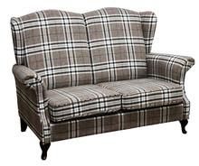 Wygoda w stylowym wydaniu!  Klasyczna sofa 2-osobowa Stelaż drewniany. Siedzisko: sprężyna falista oraz pianka poliuretanowa. Oparcie: pasy gumowe oraz...