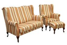 Styl i wygoda!  Wygodny komplet stylowych mebli wypoczynkowych BOSTON:sofa 2 - osobowa, fotel i podnóżek. Meble wykonane na stelażu drewnianym....