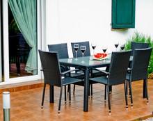 Zestaw mebli stołowych AVVICENTE Zestaw mebli stołowych AVVICENTE, to eleganckie i przede wszystkim praktyczne meble pasujące do każdego ogrodu. Dzięki...