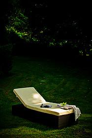 Niezwykle praktyczne i bardzo stylowe łóżko ESIGENTE. Klasa i elegancja, a na dodatek luksusowy wypoczynek. Rattan syntetyczny (inaczej technorattan)...