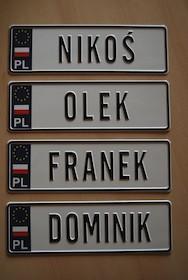 Blaszana tablica rejestracyjna z dowolnym imieniem dziecka.