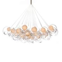 Lampa składa się z 19 kloszy ze szkła.<br />Każda kula zawieszona jest osobno na delikatnym przewodzie.<br />Klosz wewnętrzny zrobiony ze...