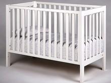 Łóżeczko dziecięce z kolekcji LOFT w kolorze białym o wymiarach 120 cm x 60 cm.  Cechuje się prostą stylistyką zachowaną w skandynawskim...