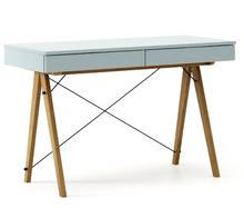 Biurko BASIC kolor ICEBLUE stelaż DĄB  Minimalistyczne biurko z dwoma dyskretnymi szufladami. Wykonane ręcznie z litego drewna i blatu w dowolnym...