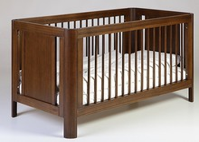 Łóżeczko SUN o wymiarach 140 cm x 70 cm w kolorze WALNUT.  W proponowanej wersji łóżeczko posiada funkcję Toddler Bed - czyli możliwość...