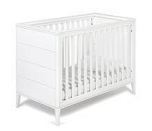 Łóżeczko dziecięce z kolekcji SUZANNE w kolorze białym o wymiarach 120 cm x 60 cm.  Posiada zabudowane dwa krótsze boki oraz trzystopniową...