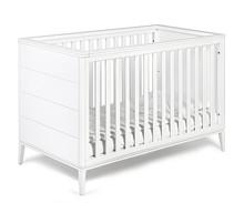 Łóżeczko dziecięce z kolekcji SUZANNE w kolorze białym o wymiarach 140 cm x 70 cm.  Posiada zabudowane dwa krótsze boki oraz trzystopniową...