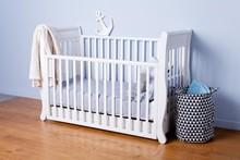 Łóżeczko dziecięce z opuszczanym bokiem ROMANTICA 120x60 - biały