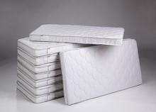Materac pasuje do łóżeczek o wymiarach 120 cm x 60 cm.  Specyfikacja - wkład:  - FIBER BLOCK – włókna poliestrowe,  -właściwości...