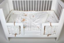 Ochraniacz na łóżeczko BEAR Materiał: 100% bawełna, Wypełnienie: 100% poliester. Wymiary: - długość 300 cm, - wysokość 30 cm. TEKSTYLIA GODNE...