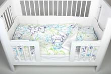 Ochraniacz na łóżeczko TEDDY BLUE Materiał: 100% bawełna, Wypełnienie: 100% poliester. Wymiary:  - długość 300 cm, - wysokość 30 cm....