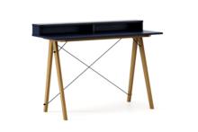 Biurko SLIM+ kolor NAVY stelaż DĄB  Minimalistyczne biurko w formie stolika z wygodną nadstawką na drobiazgi. Wykonane ręcznie z litego drewna i blatu...