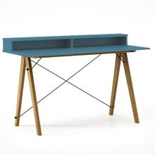 Biurko SLIM+ kolor OCEANIC stelaż DĄB  Minimalistyczne biurko w formie stolika z wygodną nadstawką na drobiazgi. Wykonane ręcznie z litego drewna i...