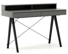 Minimalistyczne biurko z dwoma szufladami i wygodną nadstawką na drobiazgi. Dopasuj wymiary do swoich potrzeb! Wykonane ręcznie z litego drewna i blatu w...