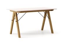 STÓŁ BASIC kolor DUSTY PINK stelaż DĄB  Minimalistyczny stół w duchu SCANDI, idealny do jadalni lub kuchni. Wykonany ręcznie z litego drewna i blatu...