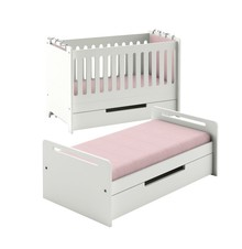 Urocze, urzekające prostotą formy łóżeczko -tapczanik Simple z opcją transformacji, rosnące wraz dzieckiem.  Unikalna konstrukcja mebla pozwala na...