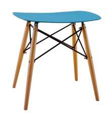 Stołek, taboret Handy.<br>Siedzisko wykonane zostało z najwyższej jakości<br>tworzywa sztucznego - polipropylenu.<br>Nogi z drewna...