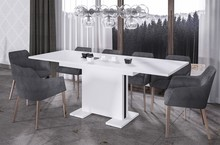 Rozkładany stół LINEA doskonale pasuje do nowoczesnej kuchni lub jadalni. Prostokątny blat oraz nogi stołu LINEAwyprodukowane z płyty laminowanej....