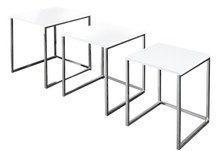 Zestaw trzech stolików.<br />Blat wykonany z płyty MDF.<br />Stelaż ze stali chromowanej.<br />Szerokość: Element A - 40 cm /...