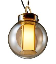 Lampa wykonana z miedzi.<br />Klosz ze szkła. <br />Źródło światła: E27 1x60W<br />Maksymalna ilość szt. w opakowaniu: 1<br...