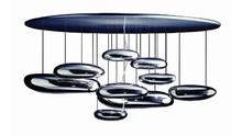 Futurystyczna lampa Stones, zainspirowana projektem Artemide Mercure <br />składa się z dekoracyjnych elementów, które sprawiają...