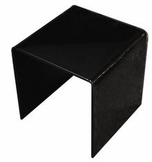 Stolik wykonany ze szkła transparentnego typu FLOAT lakierowanego na czarno, fazowanego, polerowanego oraz szlifowanego na krawędziach.<br />Grubość...