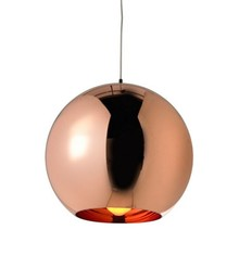 Lampa wykonana ze szkła metalizowanego <br />w kolorze miedzianym.<br />Źródło światła: E 27<br />Waga netto 1 szt.: 2 kg<br...