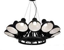 Lampa wykonana została z aluminium.<br />Składa się z 12 niezależnych względem siebie ruchomych ramion.<br />Klosze zewnątrz matowe,...