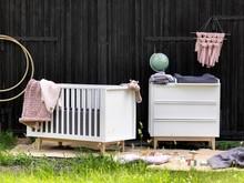 Łóżeczko dziecięce Scandy to nowość w ofercie naszego sklepu. Do produkcji łóżeczka użyto najlepszych materiałów, przede wszystkim litego drewna...