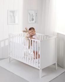 Łóżeczko Eco Panel to idealne rozwiązanie dla rodziców poszukujących prostych i ekonomicznych rozwiązań.  Wymiary podstawy materaca: 120...