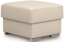 Pufa Zoom to mebel tak samo niewielki, jak praktyczny. Stworzy ultra wygodną całość z fotelem z tej samej serii. Może posłużyć jak wygodny podnóżek....