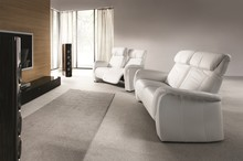 Odpoczynek przy ulubionym filmie. Home Cinema to całkiem nowy wymiar kinowych doznań. Kolekcja zaprojektowana z myślą o komforcie: siedziska posiadają...