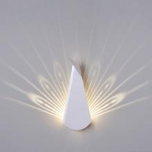 Kinkiet Paw.<br />W całości został wykonany ze stali węglowej w kolorze białym matowym.<br />Ledowe światło tworzy na ścianie rozłożony...