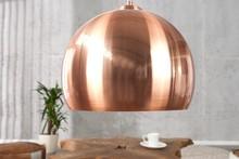Lampa o okrągłym kloszu w miedzianym kolorze wykonana z metalu. <br />Lampa swoim wyrazistym kloszem ożywi każdą przestrzeń.<br...