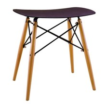 Stołek BORD marki MODESTO DESIGN<br>Siedzisko wykonane jest z polipropylenu w kolorze czarnym.<br>Nogi z drewna bukowego, łączenia stal...