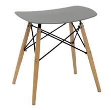 Stołek BORD marki MODESTO DESIGN<br>Siedzisko wykonane jest z polipropylenu w kolorze szarym.<br>Nogi z drewna bukowego, łączenia stal...