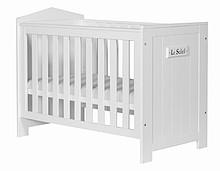 Łóżeczko pod materac 120x60cm z kolekcji Marsylia przeznaczone dla niemowlaka. Posiada trzy poziomy wysokości materaca oraz dwa wyciągane szczebelki....