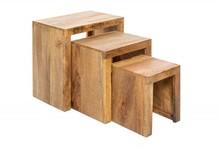 Zestaw trzech drewnianych stolików MAKASSAR - lite drewno mango